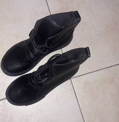 New boots size small 7